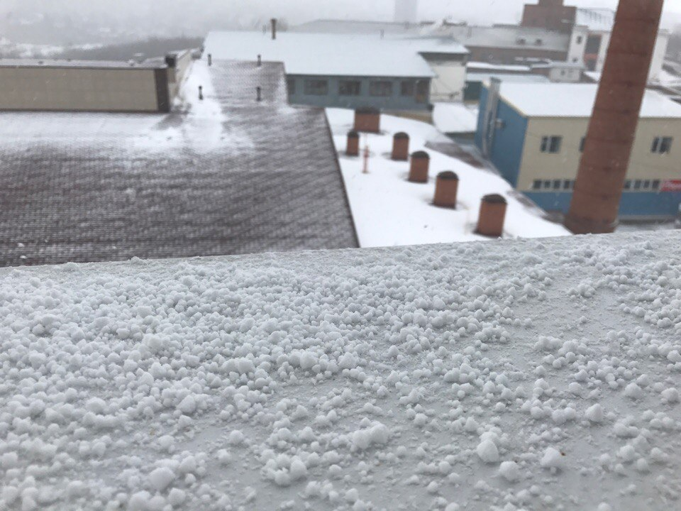 Картинка сыплется крупа снега в крыму