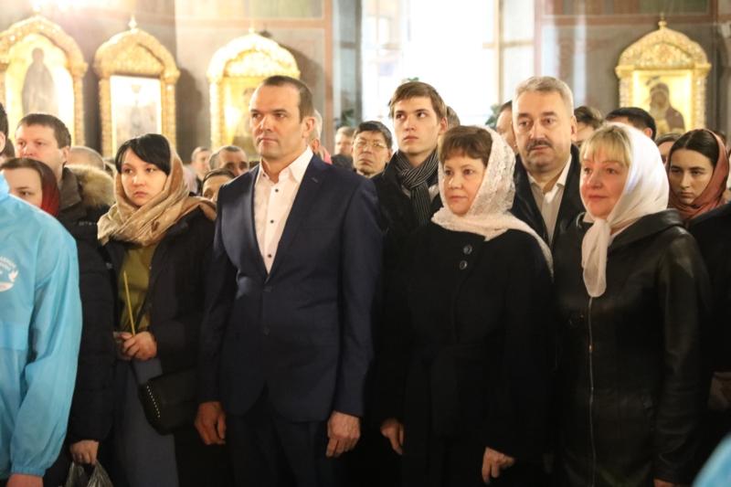 Глава Чувашии с семьей посетили Пасхальное богослужение в ...