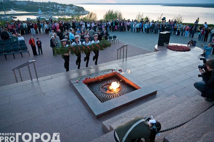 В чебоксарах зажгли сотни свечей