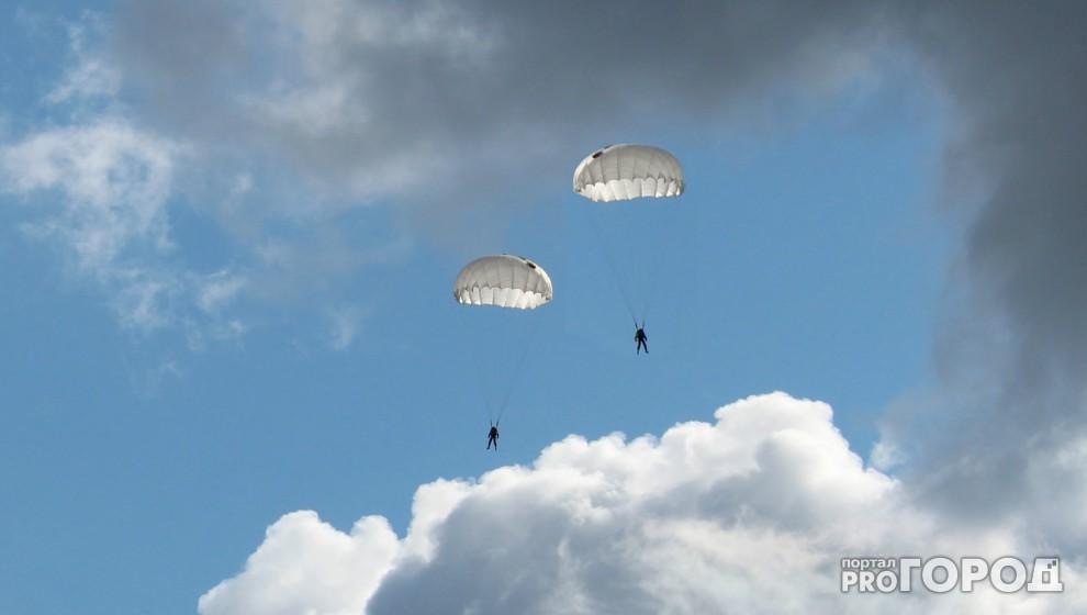 Двое срочников ВДВ из Чувашии упали, столкнувшись в воздухе при прыжке с парашютом