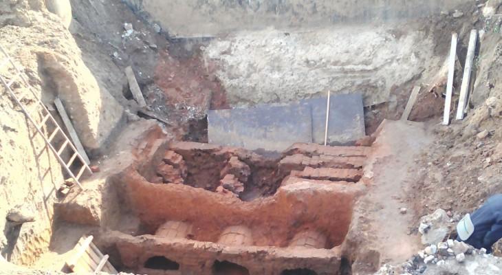 В Чебоксарах откопанную древнюю печь увезут из центра города