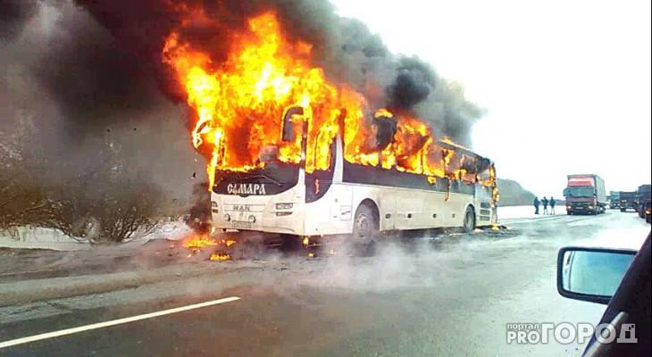 В Чувашии на ходу загорелся пассажирский автобус