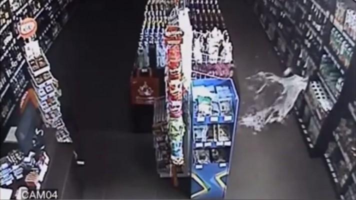 Паранормальное: в чебоксарском магазине привидение разбило бутылку шампанского (видео)