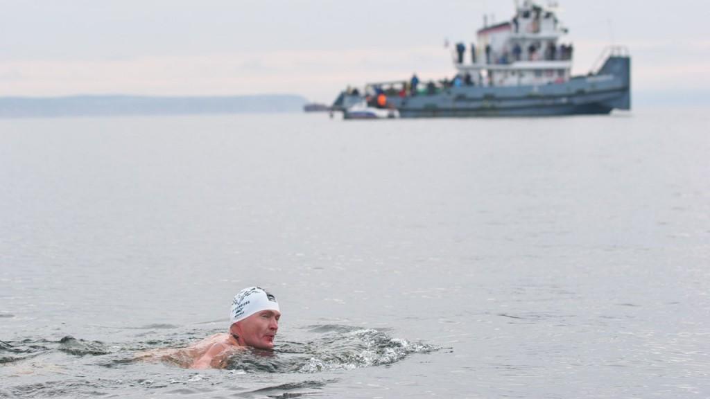 Чебоксарские моржи переплыли Волгу в Ульяновской области