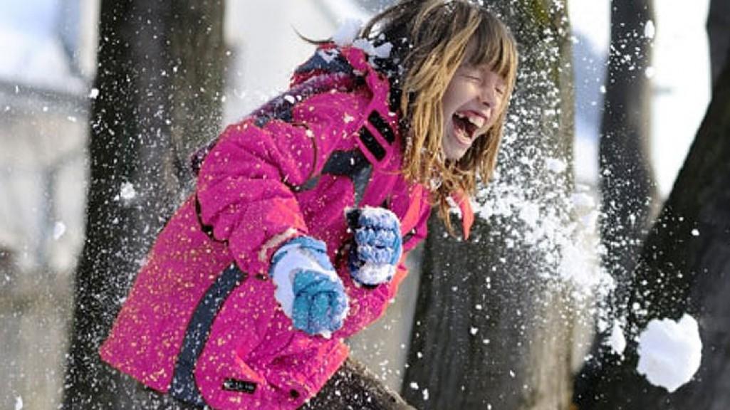 Днем святого, картинки дети зимой играют в снежки