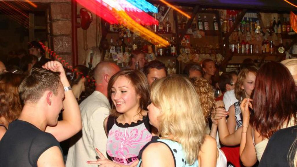 Клубе знакомств в вечеринка