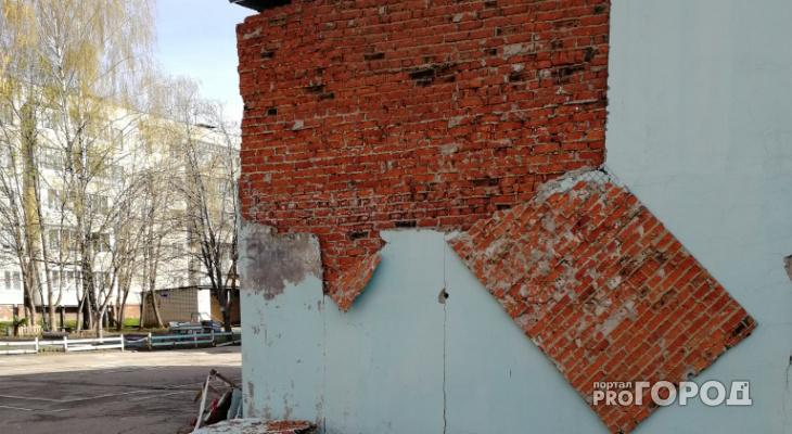 В Новочебоксарске в детском саду рушится стена