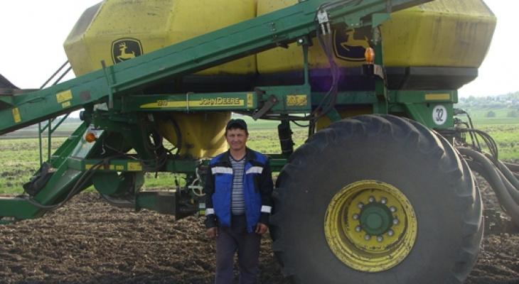 Путин приказал наградить тракториста из Чувашии