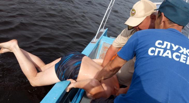 Житель Чувашии решил переплыть Волгу и чуть не ушел на дно
