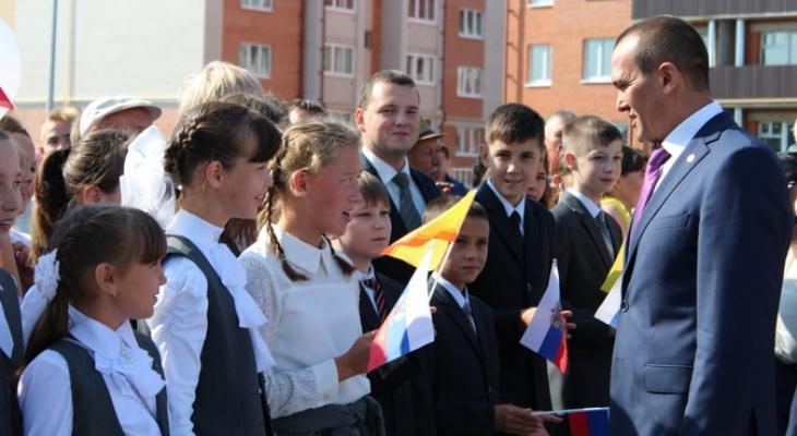 Игнатьев выдал 25 школьникам по 4800 рублей