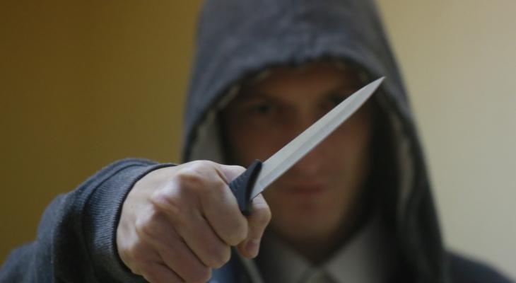 В Чебоксарах у женщины отняли сумку, угрожая ножом