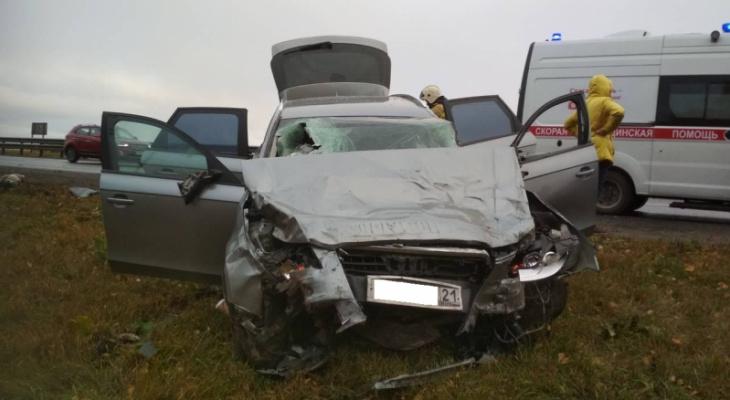 """В Чувашии в ДТП погиб пассажир """"Мазды"""", который выходил из автомобиля на обочине"""