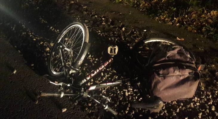 В Чебоксарах ищут автомобиль, который сбил велосипедиста и скрылся