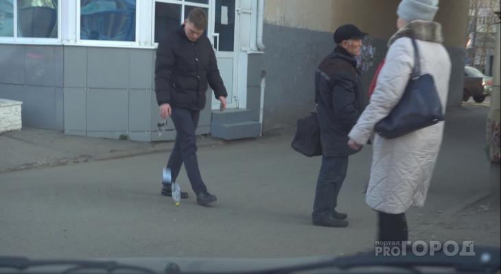 Эксперимент в Чебоксарах: молодой человек мусорит у всех на глазах