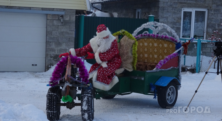 Дед Мороз из Чандрово развозит новогоднее настроение на карете из мотоблока