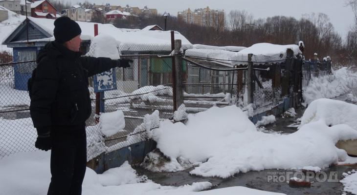 В Чебоксарах дачный участок вместе с рекой заливает фекалиями