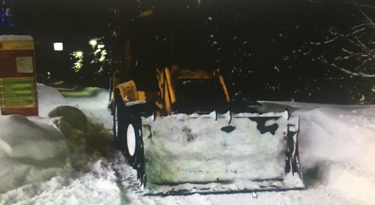 В Чебоксарах снегоуборочный экскаватор наехал на 18-летнюю девушку