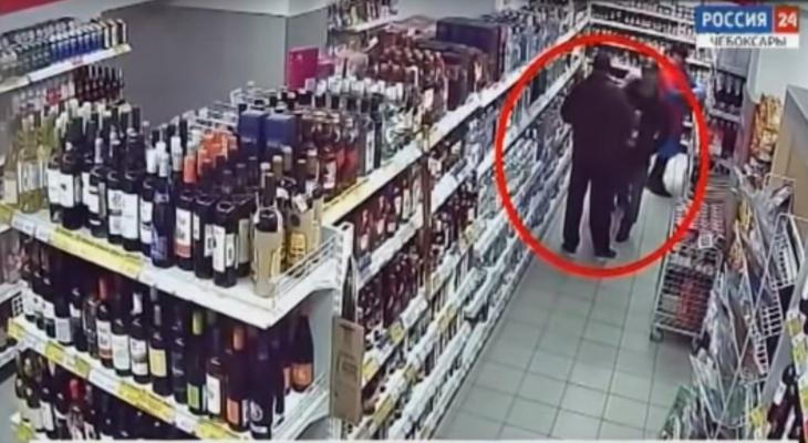 В Чебоксарах полицейский помог продавцу догнать похитителя водки