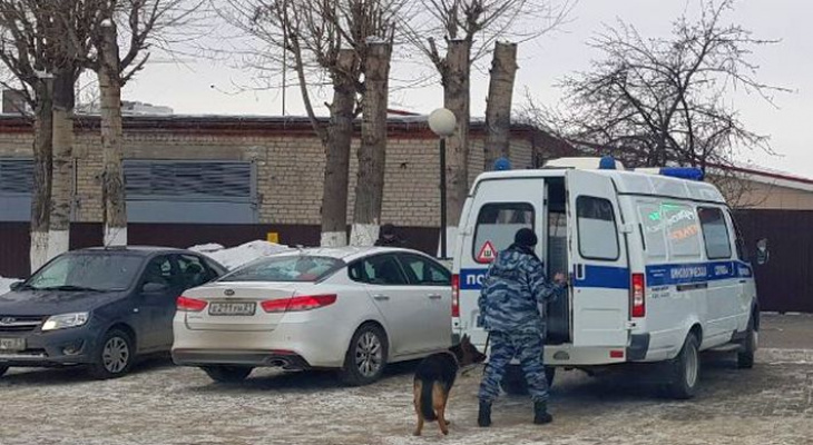 Массовые сообщения о бомбах поступают во многих регионах России