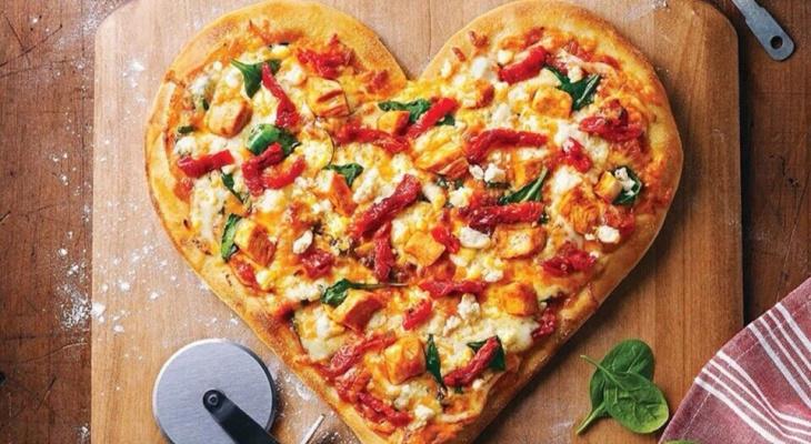 В Чебоксарах можно купить 2 большие пиццы и получить роллы в подарок