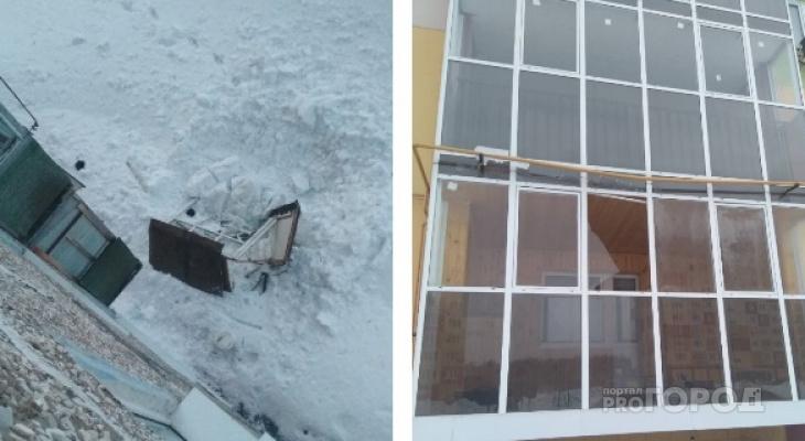 В Чувашии снег с крыши обрушил балкон и разбил стекла жителей