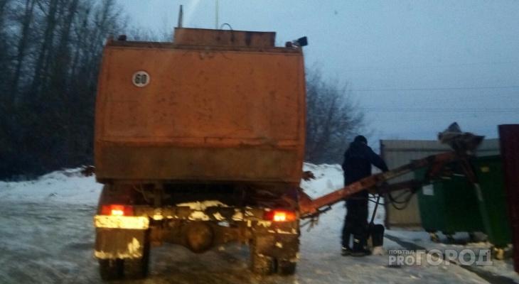 Путин поручил не поднимать тариф на вывоз мусора