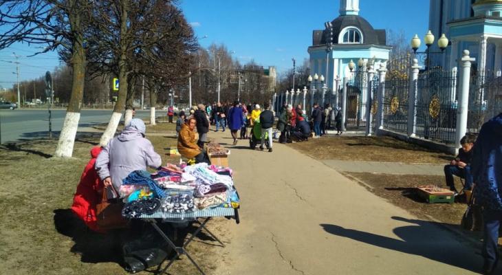 На Вербное воскресенье у храма Святой Татьяны поставили торговые ряды