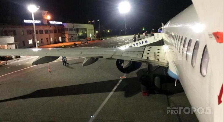 Семья с тремя детьми рассказала, как их сняли с самолета в Чебоксарах