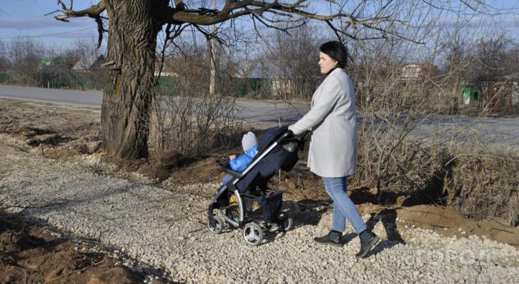 В Новочебоксарске строительство тротуара бросили на полпути из-за неожиданных проблем
