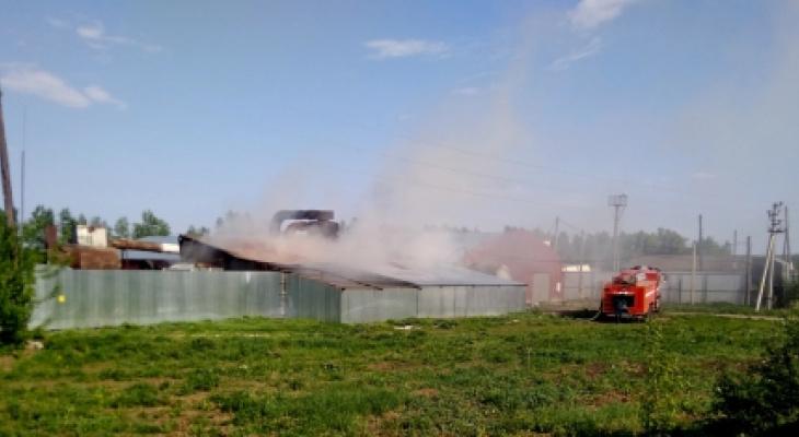 Стала известна версия пожара на складе в Моргаушском районе