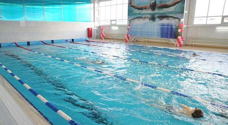 Чиновники предлагают учить детей плавать с начальной школы