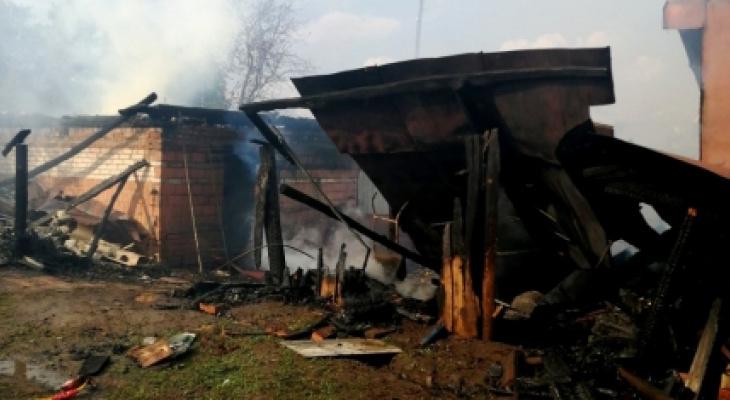 Во время грозы в Моргаушском районе вспыхнуло подворье