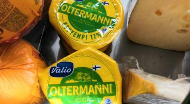 В Чебоксарах женщину наказали за то, что она отказалась отдавать санкционный сыр