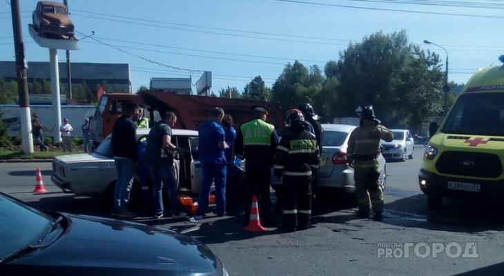 На Марпосадском шоссе в массовом ДТП пострадали 6 человек