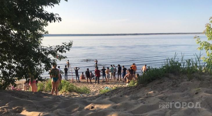 На Новосельском пляже спасатели ищут парня, который мог утонуть