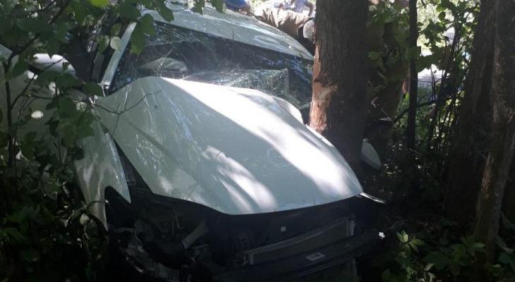 """В Чувашии """"Мазда"""" от удара вылетела в кювет: пострадали четверо"""