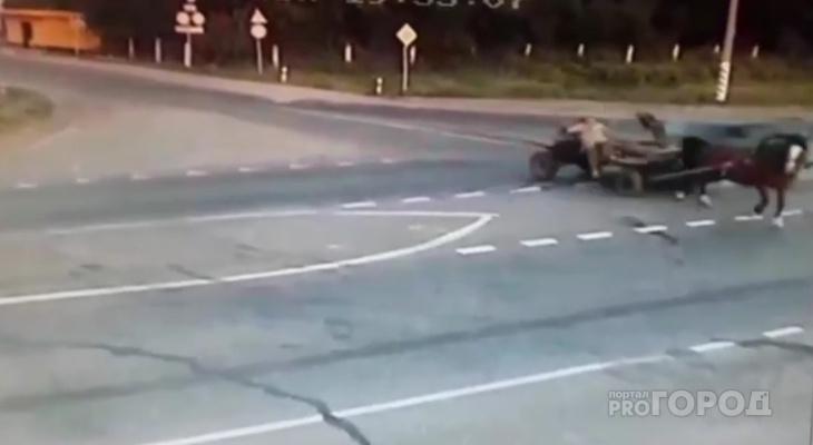 """В Чувашии """"двенадцатая"""" снесла повозку с лошадью, погибли два человека"""