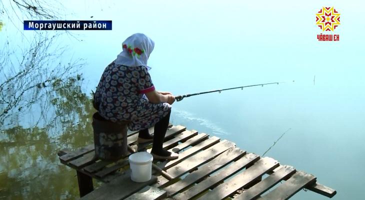 Жительница Чувашии в свои 90 лет каждый день ходит на рыбалку
