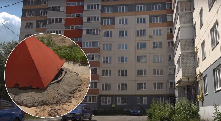 В Альгешево годовалый ребенок провалился в канализационный люк