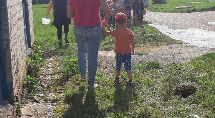 Выплаты на детей в малообеспеченных семьях повысят с 50 рублей до 10 тысяч