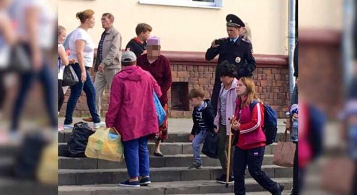 Полиция проверила бабушек-торговок напротив Колхозного рынка