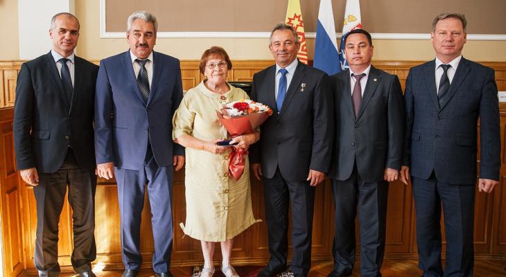 В Чебоксарах еще 9 горожан наградили медалями в честь 550-летия