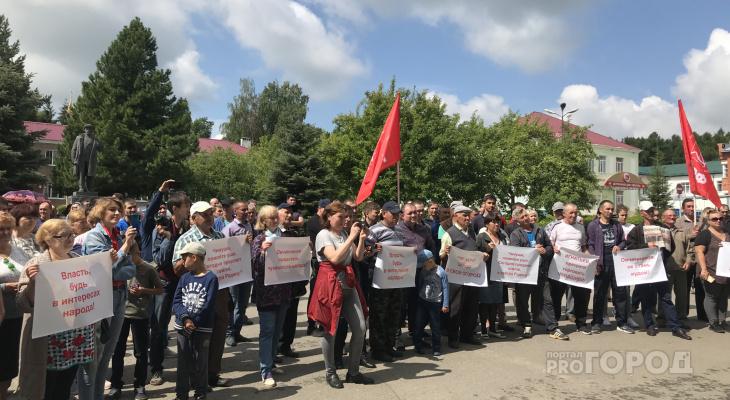 Жители Чувашии вышли с плакатами против строительства китайского завода