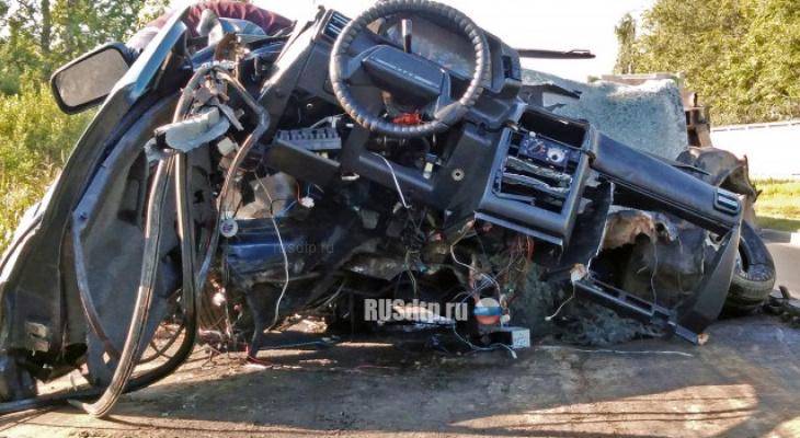 Водитель из Чувашии разбился в столкновении с припаркованным трактором