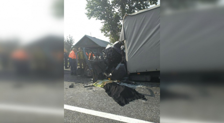 Водитель из Чувашии уснул за рулем грузовика и влетел в фуру