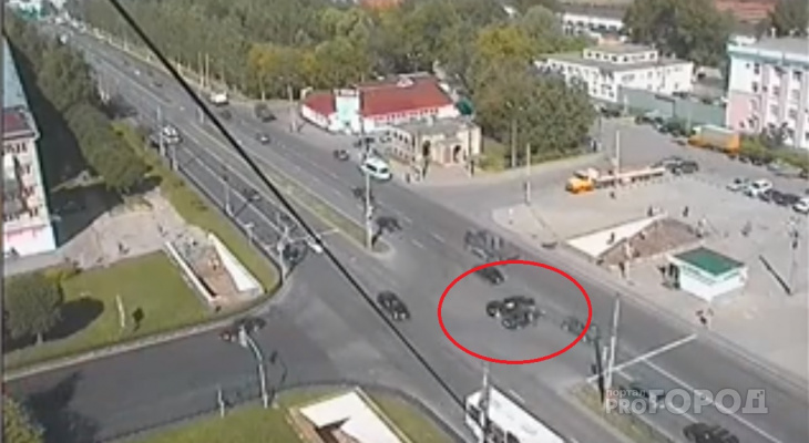 Появилось видео момента ДТП на проспекте Мира
