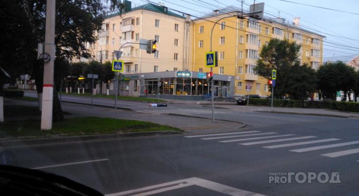 В центре Чебоксар посреди дороги разлегся мужчина