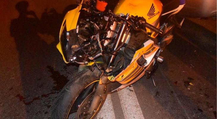 """В Чебоксарах пострадал мотоциклист, который влетел в """"Шевроле"""""""