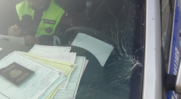 В Ядринском районе водитель при попытке перепрыгнуть служебное авто повредил его