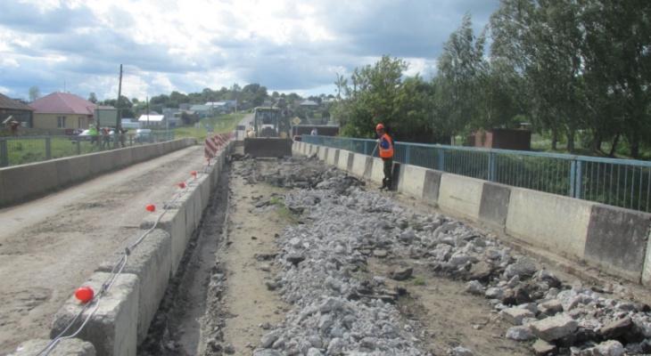 В Аликовском районе идет ремонт моста через реку Выла